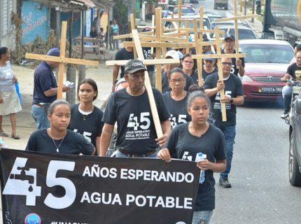 Baitoa realiza viacrucis por acueducto