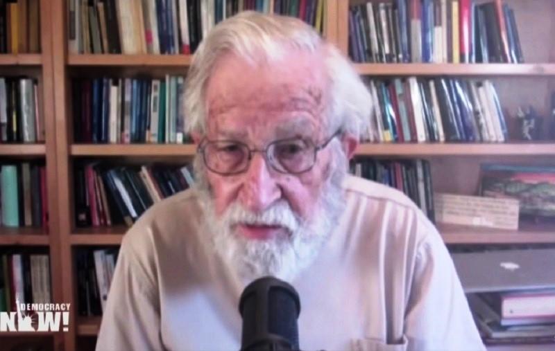 Noam Chomsky durante la entrevista